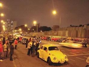 Carreata noturna de Lima Peru, reunindo vários clubes