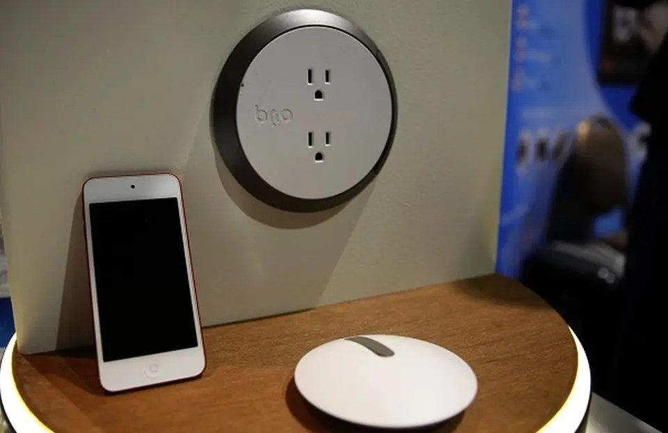 smart phone outlet
