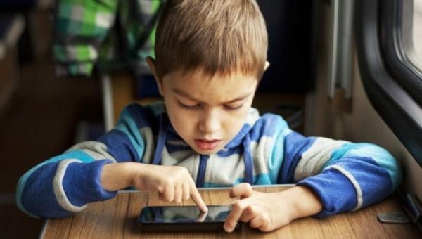 Pengaruh Teknologi Online pada Anak