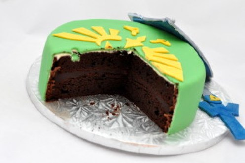 legend of zelda cake cut