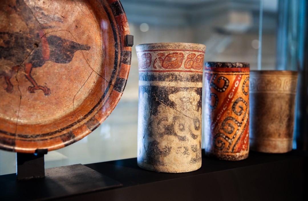 Vases Maya cylindriques et plats