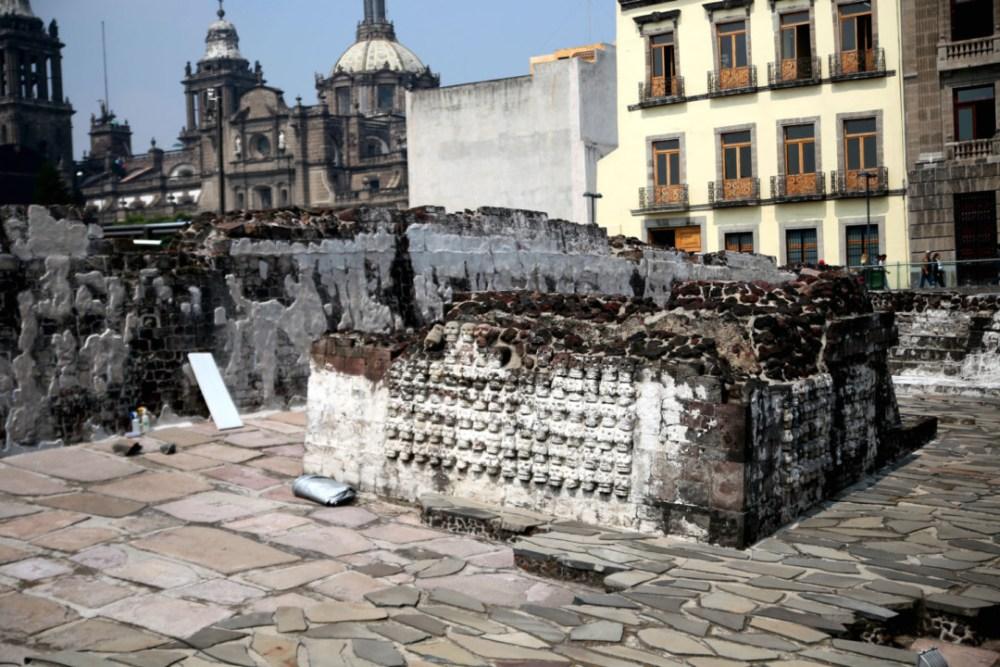 L'adoratorio B du Templo Mayor, considéré comme une réplique du grand tzompantli © M.C.
