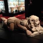 Sculpture d'un homme portant une peau de jaguar et positionné dans la même attitude qu'un jaguar : prêt à sauter sur sa proie. San Miguel la Palotada, 250 à 600 ap JC © M.C.