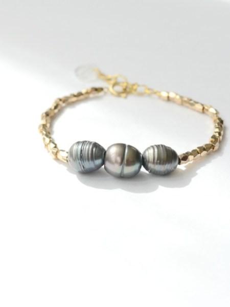 """BRACELET PEARL GIPSY """"BOHEMIENNE CHIC"""" - Perles noires naturelles, perles pépites plaqué or"""