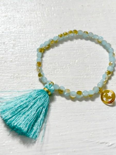BRACELET OPALINE GREEN BOHEMIENNE CHIC - bracelet en perles de bohème vert d'eau moiré, médaille croissant de lune étoile en plaqué or, pompon vert opaline