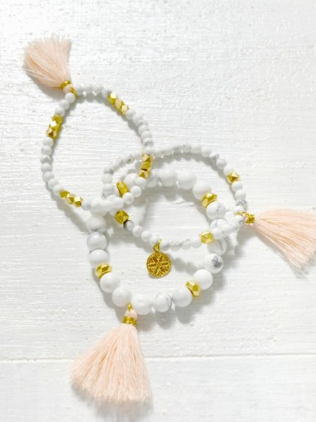 bracelet_perles_turquoise_blanches_marbre_pompon_rose_quartz_nude_perles_laiton_plaqué_or_24_carats_boho_chic_gipsy_may_boheme_collection_ete_printemps_2016_arizona