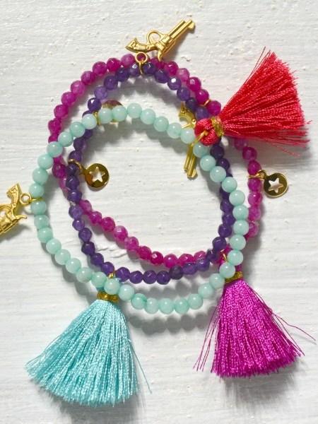 """TRIO DE BRACELETS REVOLVER GOLDEN """" ARIZONA LOVE """"- Trio de bracelets en perles, pampilles plaqué or, pompon"""