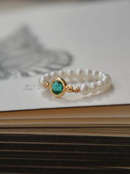 """BAGUE PERLES FINES VERDE """"BOHEME CHIC""""- anneau de perles fines et cristal vert plaqué or 14 carats"""