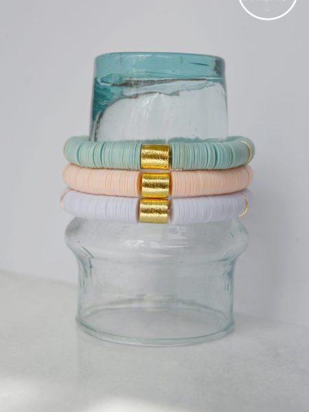 """Bracelet Little Ghana """"ROOTS"""" - Bracelet heishi vinyle recyclé et perles doré à l'or fin cylindrique"""