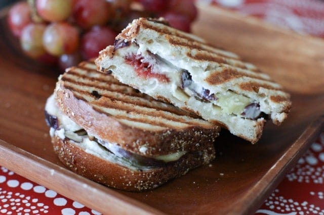 Panini-figues-fromage-chevres-miel-amandes