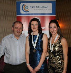 Brendan Chambers Vodafone C&C Cellular with Mayo AC National Marathon Senior team bronze medal winners Anne Marie Staunton and Norah Newcombe