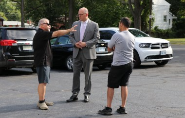 Mayor Drew Dilkens meets with Malden Road residents and businesses