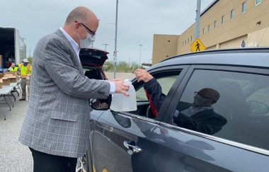 Mayor Dilkens hands out free sanitizer to businesses