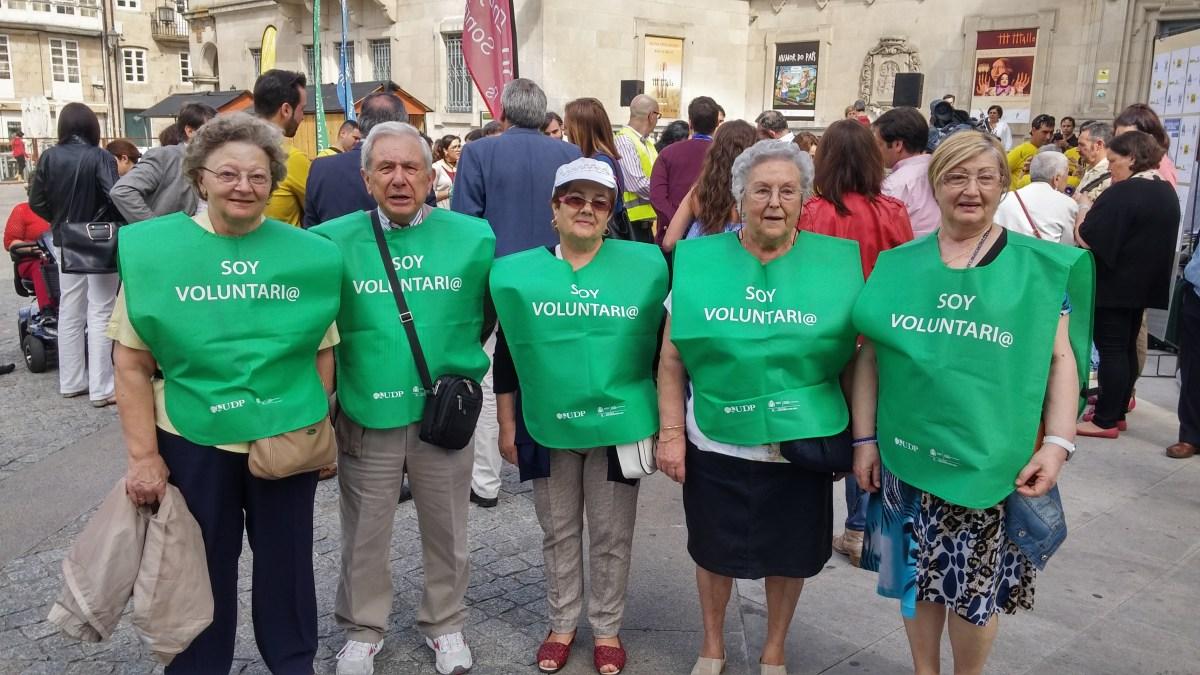 """Miembros del voluntariado UDP Lugo en el evento """"Ponte en mis Botas""""."""