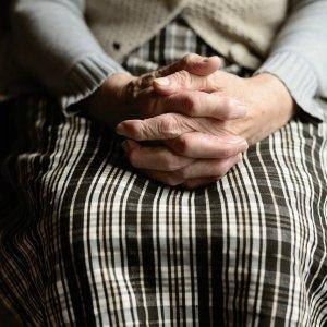 El cuidado de las personas mayores, un servicio, que siendo siempre fundamental hoy se convierte en esencial