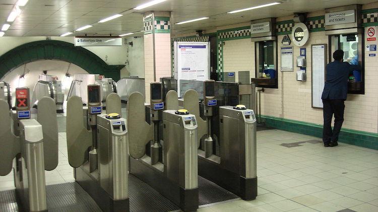 Warwick_Avenue_tube_ticket_office