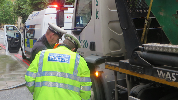 Met Police officers check a lorry in Southwark.