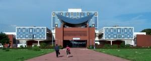 La bibliothèque principale de l'Université Cheikh Anta Diop de Dakar © facilites-etudes.com