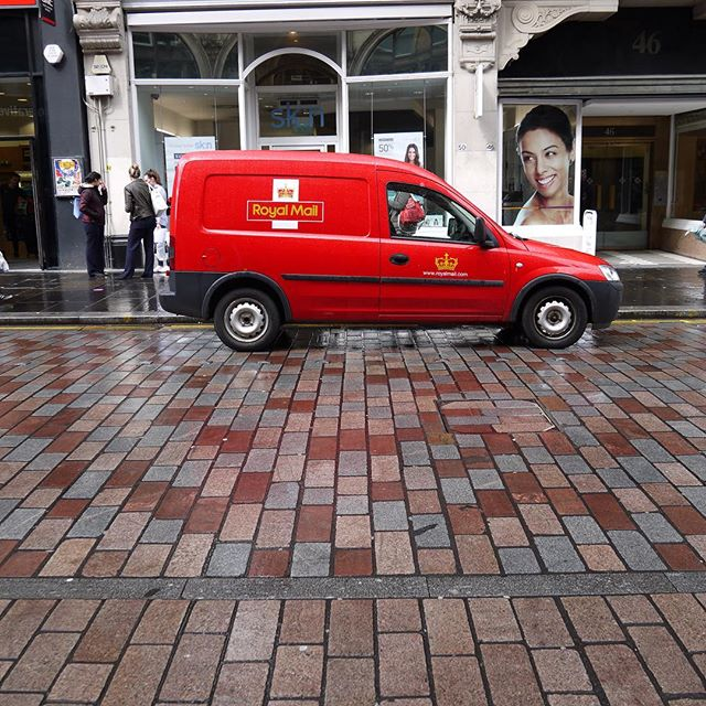 Loved the way the paved street stones seem to lead up to this bright red post van. An untouched and unfiltered photo! Note the scenically drenched streets worthy of Hollywood, though this is closer to Holyrood. I think this was on Gordon street but the Glaswegians can correct me if I'm wrong. #glasgow #glesga #post #trucks #streetstyle #street #streetphotography #streets #scotland #scottish