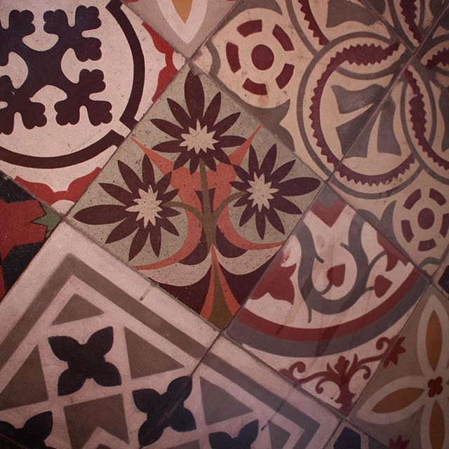 Arts and Crafts tiling in a Toronto vestibule