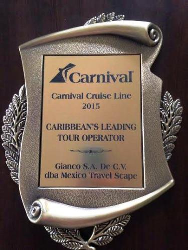 Giancarlo y Eligo Parolari reconocidos por Carnival Crusises