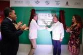 Entregan Constitución Política de México a Quirino Ordaz Coppel