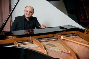 Maziar Heidari pianist and conductor4