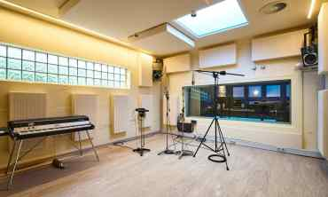 Recording room 2 of the Bauer Studios Ludwigsburg Wall and ceiling absorbers Typ A100