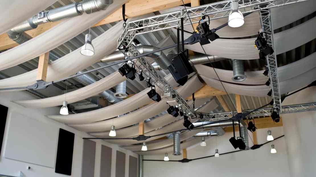 Acoustic-Cloud an der Decke