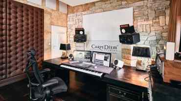 Frontwand des Carpe Diem Studio 1 mit A115 Breitbandabsorbern
