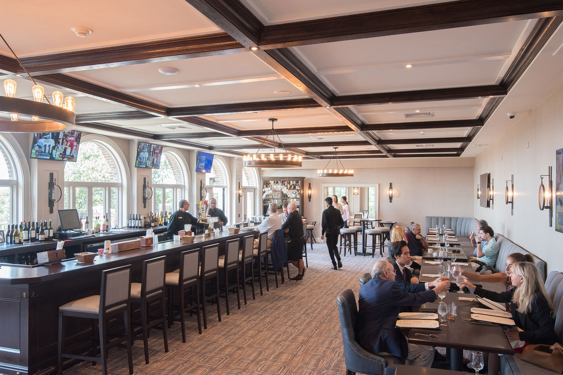 murphy-brothers-contracting-commercial-ardsley-country-club-interior-bar-dining