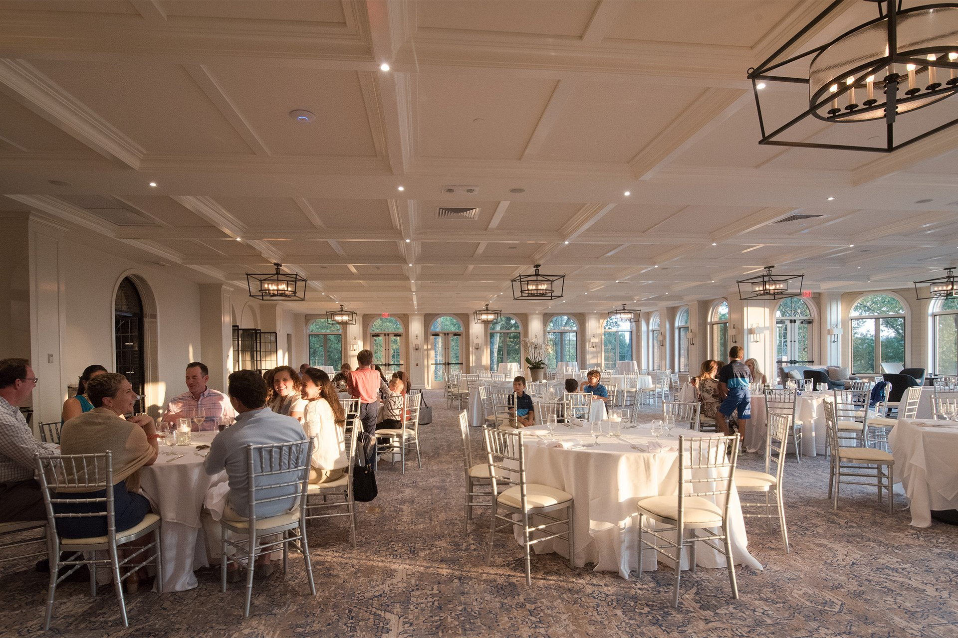 murphy-brothers-contracting-commercial-ardsley-country-club-interior-dining-room-02