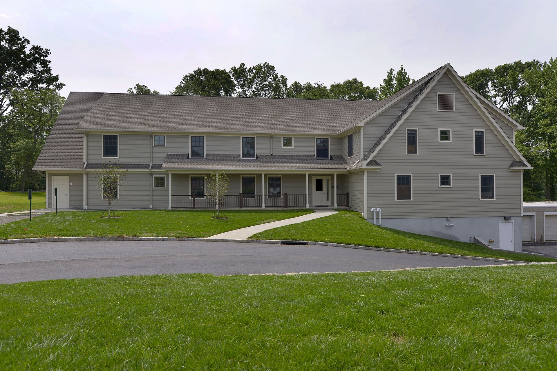 murphy-brothers-contracting-commercial-mamk-winged-foot_exterior-staff-housing-building-01
