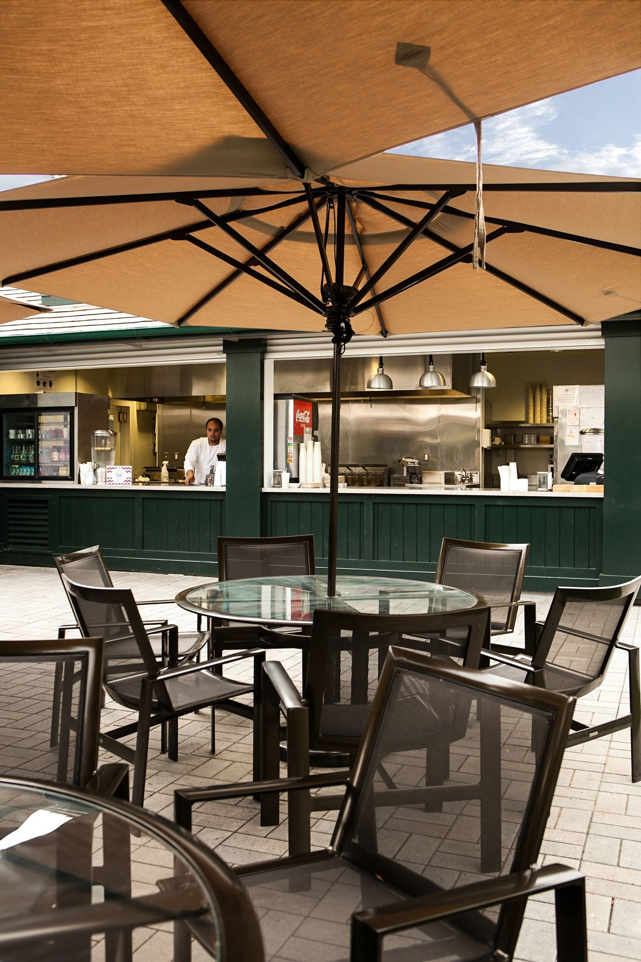 murphy-brothers-contracting-commercial-mamk-winged-foot_exterior-tiki-bar-snack-02