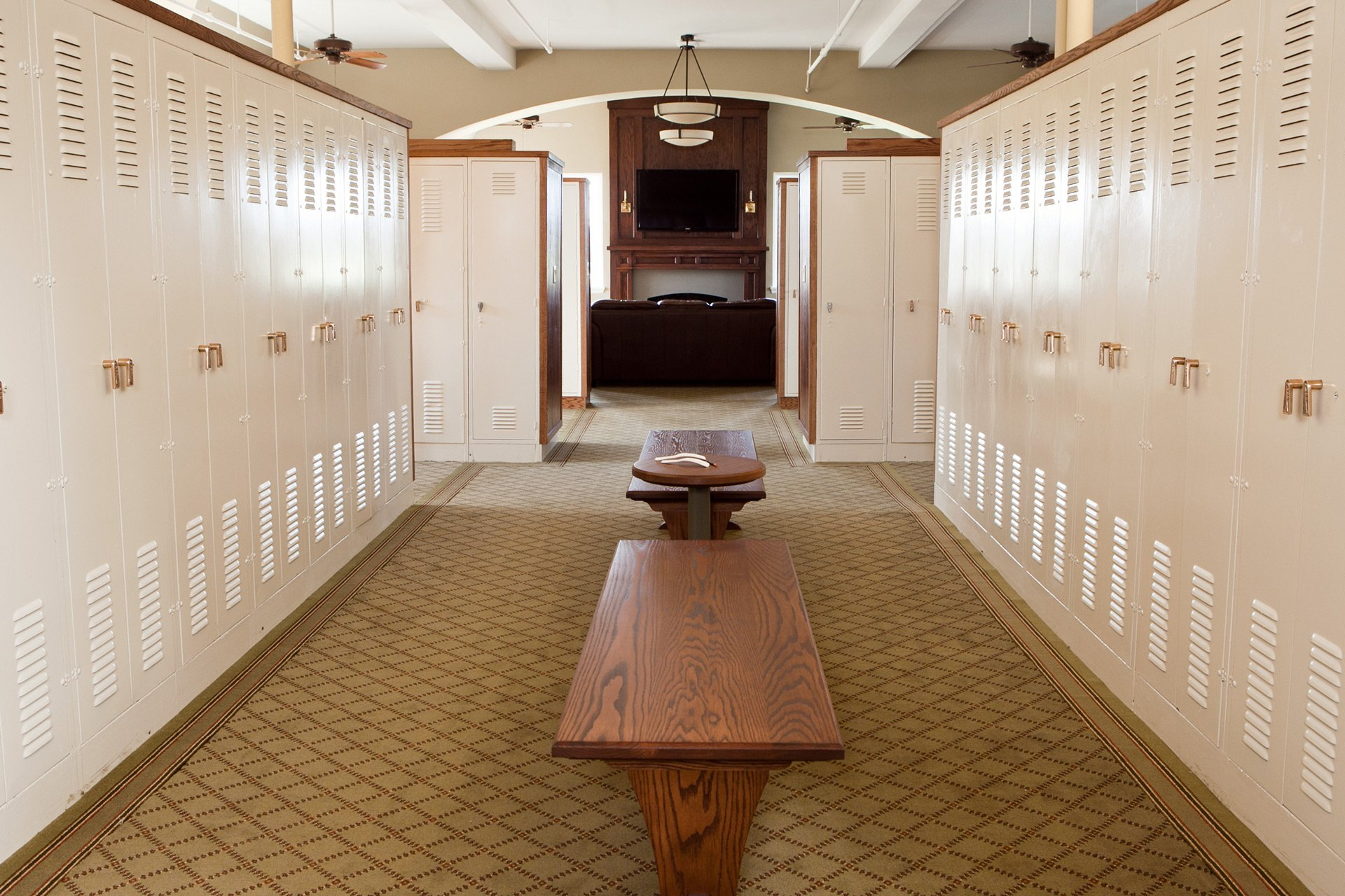 murphy-brothers-contracting-commercial-mamk-winged-foot_interior-mens-locker-room-13