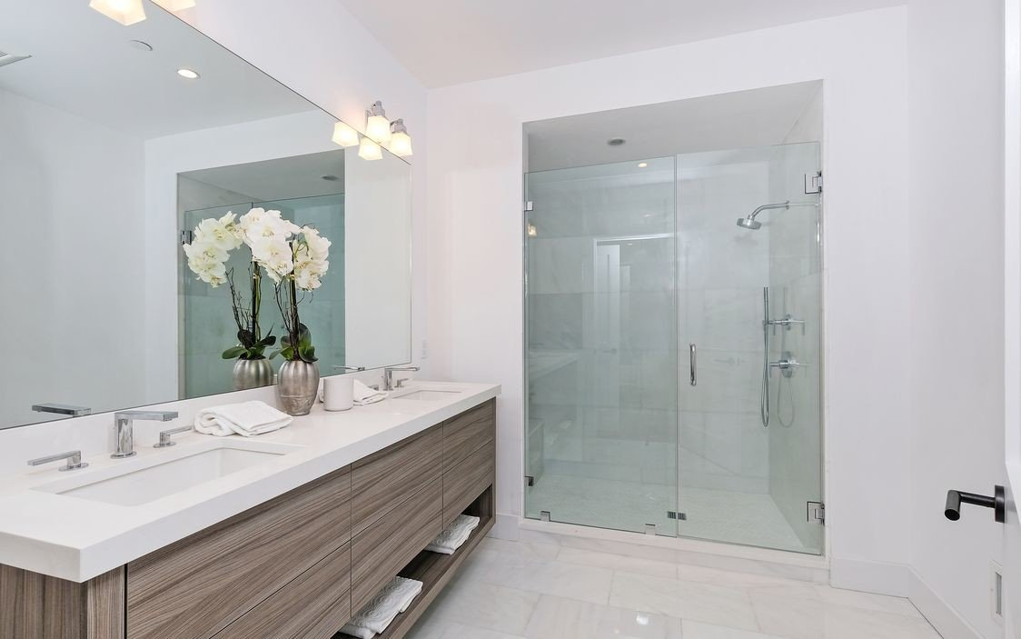 murphy-brothers-contracting-commercial-marina-court-bathroom