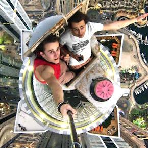 The Extreme Selfie as an Art Form