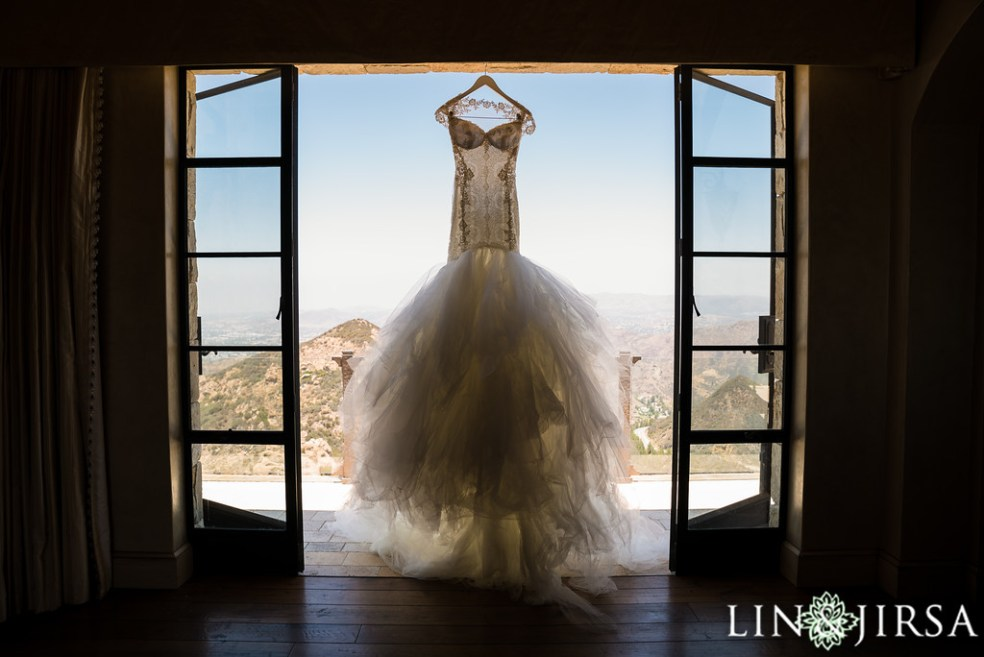 Wedding Dress at Malibu Rocky Oaks | Wedding Catered by Made By Meg