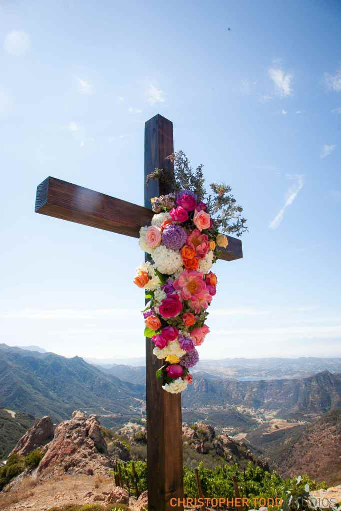 Cross at Malibu Rocky Oaks Wedding | Catered by Made By Meg