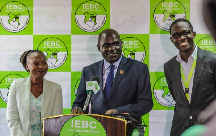 IEBC Chairperson Wafula Chebukati (middle), CEO Ezra Chiloba (Right) and Commissioner Roselyn Kwamboka (Left)