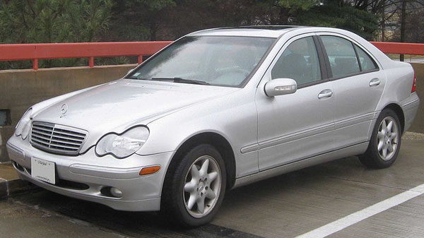 Benz_C240_sedan.jpg