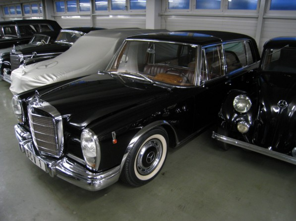 1965popemobile 01 597x447 1965 Merc 600 Pullman Popemobile in America for the First Time