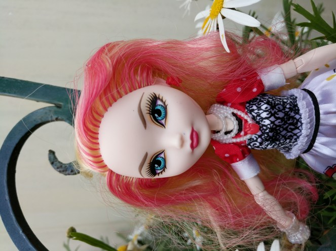 Ever After High Hat Tastic Apple White Doll 3