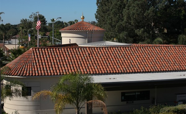 Corona Tapered Mission clay roof tile and Turret Tile in custom blend on IronStone Bank in Solana Beach, CA
