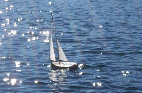 RC sailboat | Lifewithafooty's Weblog