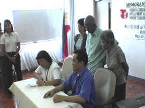 Ms. Cecilia Regina Dizon, TWC Officer-in-charge signs the MOA in behalf of Dir. Antonio Del Rosario, TESDA Executive Director together with Sir Jojo, MCCID Training Director and Ms. Tomoko Otsuka, JICA Chief Adviser. MCCID President Mr. Remberto Esposa and Registrar Mrs. Remedios Esposa look on.