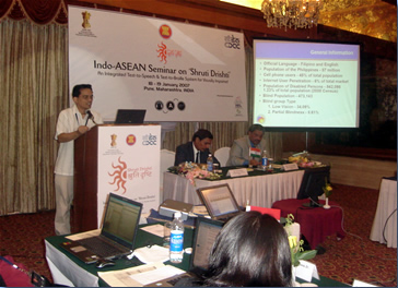 Sir Jojo presents to India-ASEAN delegates.