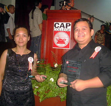 Ms. Gilda and Sir Ervin present their plaque of recognitions.