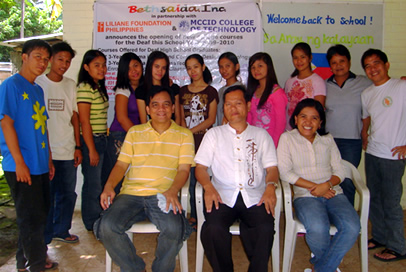 Seated: Sir Jojo, Bethsaida Executive Director Ptr. Benjamin Hugo and Coordinator Loida Alvarez.   Standing: First Batch of MCCID College-Bethsaida students.