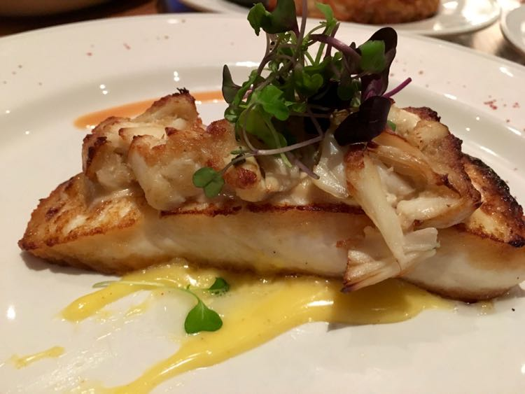 Margaritaville Beach Resort: JWB Restaurant halibut with crab